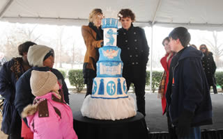alsac-celebrities-elvis-birthday-cake