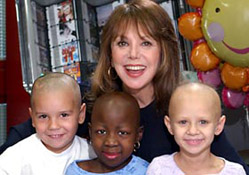 Marlo Thomas with patients