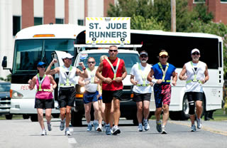 Runners leave the St. Jude campus to start the 2010 Memphis to Peoria Run.